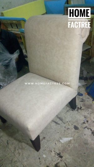 Room chair in leather
